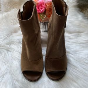 Kelsi Dagger Shoes - Kelsi Dagger peep toe booties, size 9.5